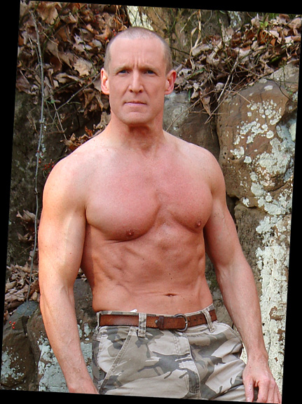 fit actor over 50 40 new york new jersey mark's Woody Harrelson military look Matthew McConaughey stand in look a like